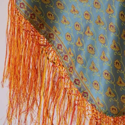 Mantón baturra flores con flecos