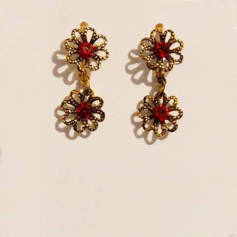 Pendientes flores dorados piedras rojas