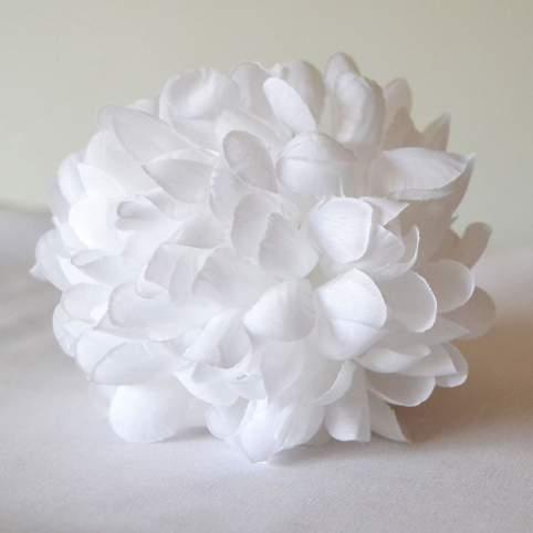 Flor Pelo Blanca Con Pinza Mod. Dalia