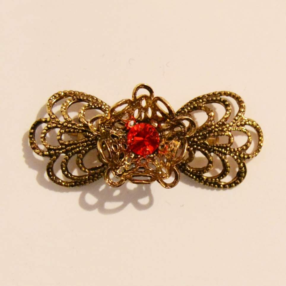 Broche flor dorado piedra roja