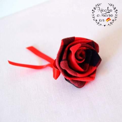 Flor rosa cachirulo rojo