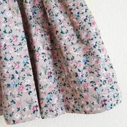 Saya Percal Flores Fondo Marrón Claro para traje baturra, valenciana o regional para bebés, niñas y adultas