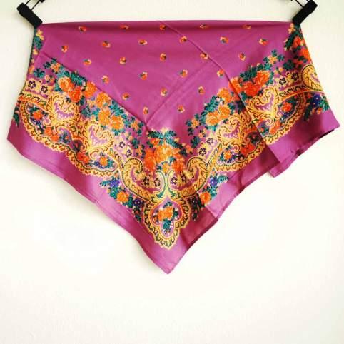 Pañuelo portugués flores rosa oscuro para traje tradicional