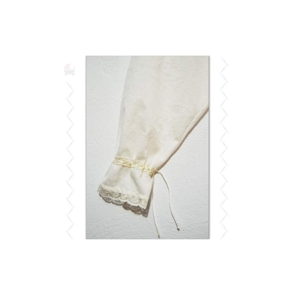Blusa tradicional detalle puño